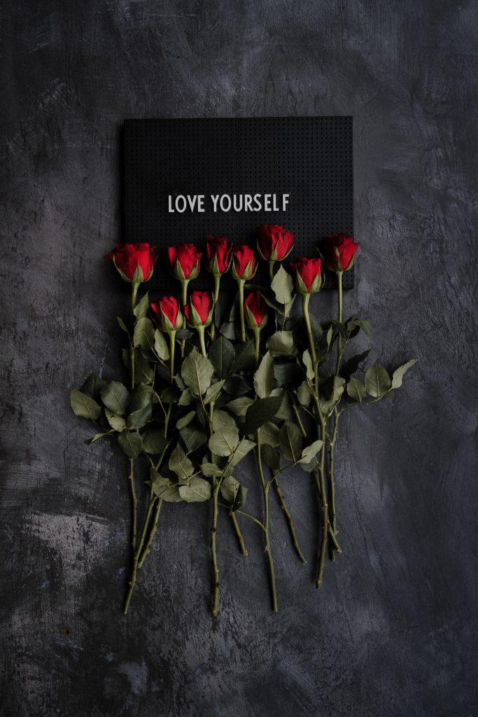 jak pokonac kompleksy-love yourself-różę